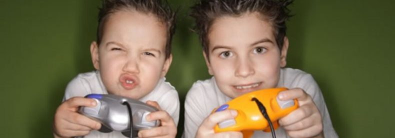 little-kids-playing-video-games-22